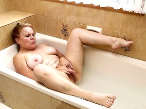 Roxanne - Bathtub RAW