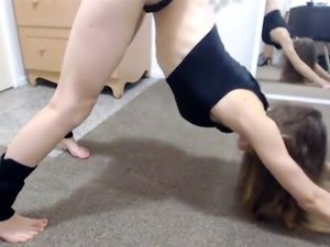 Teen babe with perfect ass in sexy yoga session