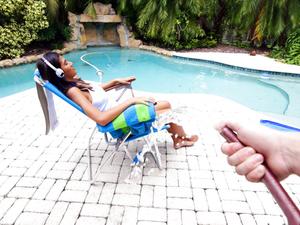 Sunbathing Latina Gets Pranked
