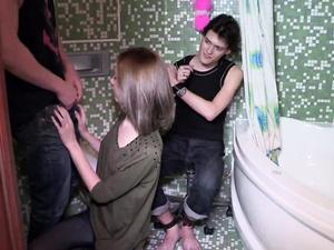 Teen is cheating on her boyfriend