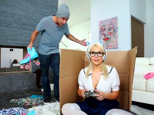 Extreme Gamer Girl