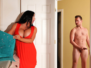 Brazzers – Stepmom's Spring Cleaning