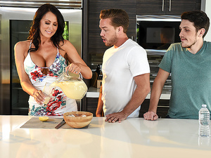 Brazzers – Shy Mom's First Squirt