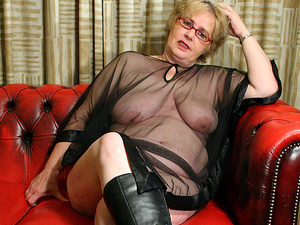Big mama is ready to get a spanking