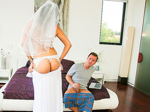 Brazzers – Slipping Between Sisters