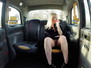 Milf Victoria Summers fuck in the taxi