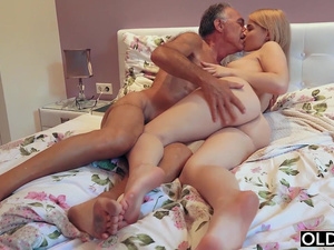 18 yo girl kissing and fucks her step dad in bedroom
