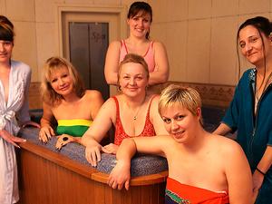 Have a stroll in an all female mature sauna