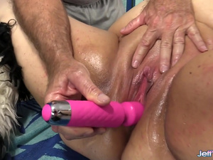 A Sex Crazed Masseur Rubs Down BBW Moon Baby's Fat Body and Fleshy Cunt