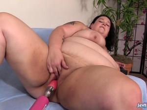 Lustful BBW Valhalla Lee Rides a Fucking Machine All the Way to Orgasm