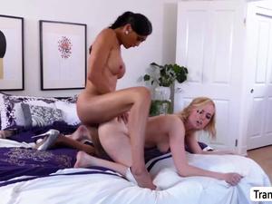 Venus Lux gets bang by Asian TS Kate