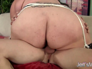 Plumper Bella Bendz throated and fucked