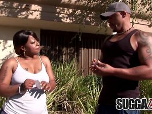 Juicy Ebony Brownie Deluxxx Gets Some Cum on Her Big Black Ass