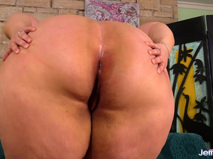 Mega Fat Erin Green Stimulates Her Plump Pussy with a Toy and Vibrator