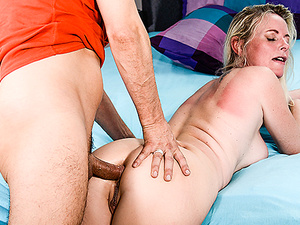 HITZEFREI German mature Dirty Tina has her ass fucked