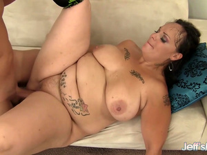 Chubby MILF Savannah Star Gets Eaten out and Pounded by Horny Lover
