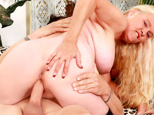Blonde GILF Sara Skippers Enjoys Getting Her Pussy Stretched by a Long Dick