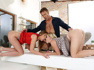 Ass-Spanking Anal Threesome & Cum Swap