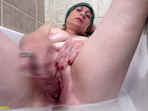 72 years old mom prolapse her pussy