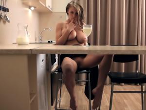 Erotic video: Milk