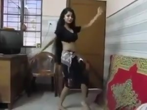 SEXY INDIAN TEEN DANCING