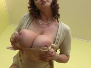 Huge breasted housewife Jana loves to play with her furry pussy