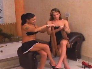 Rochele shemale pantyhose video